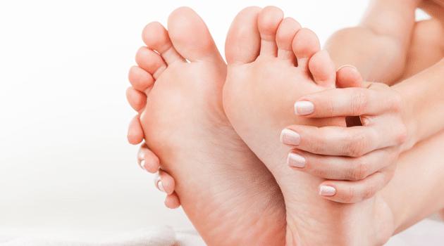 comment bien nettoyer ses pieds